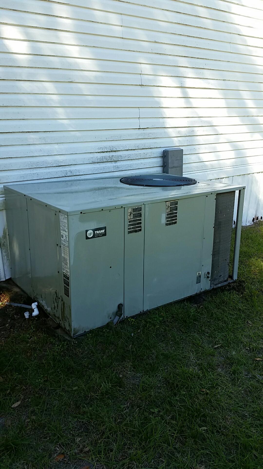 Hawthorne, FL - Maintenance on Trane heat pump