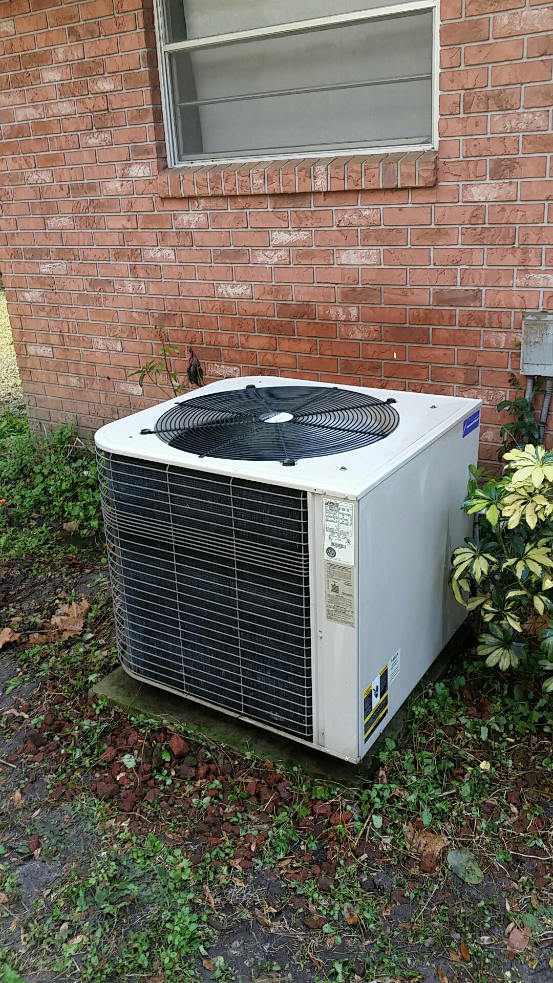 San Mateo, FL - Maintenance on Lennox heat pump