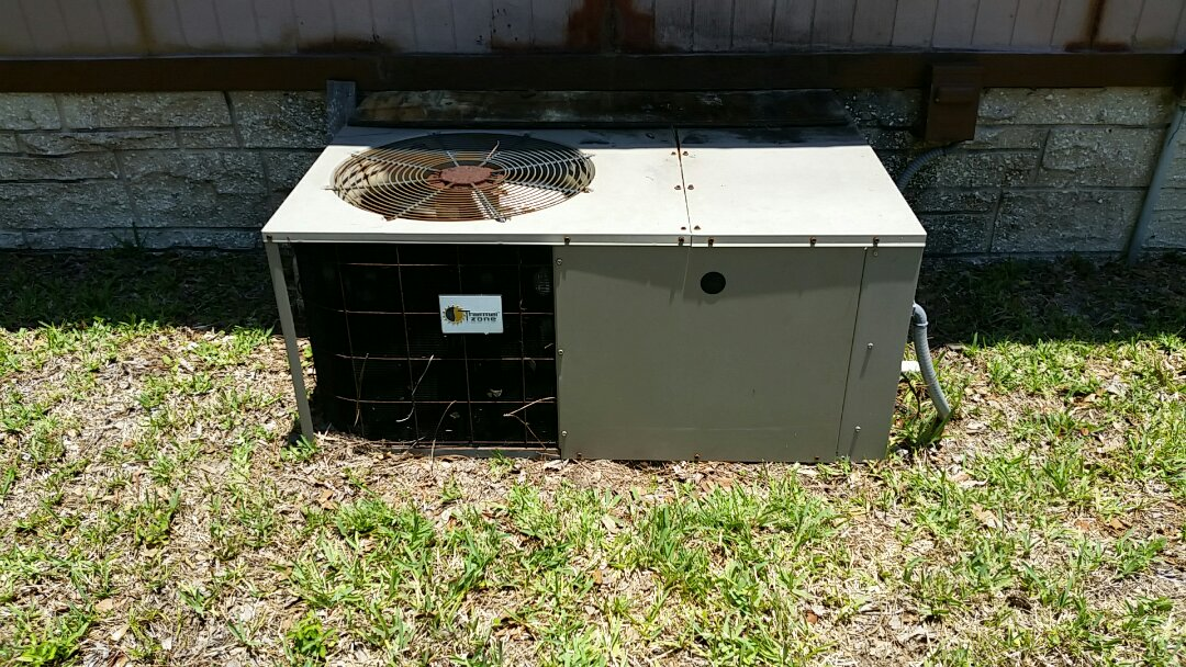 Hawthorne, FL - Tune up maintenance on a thermal zone package unit