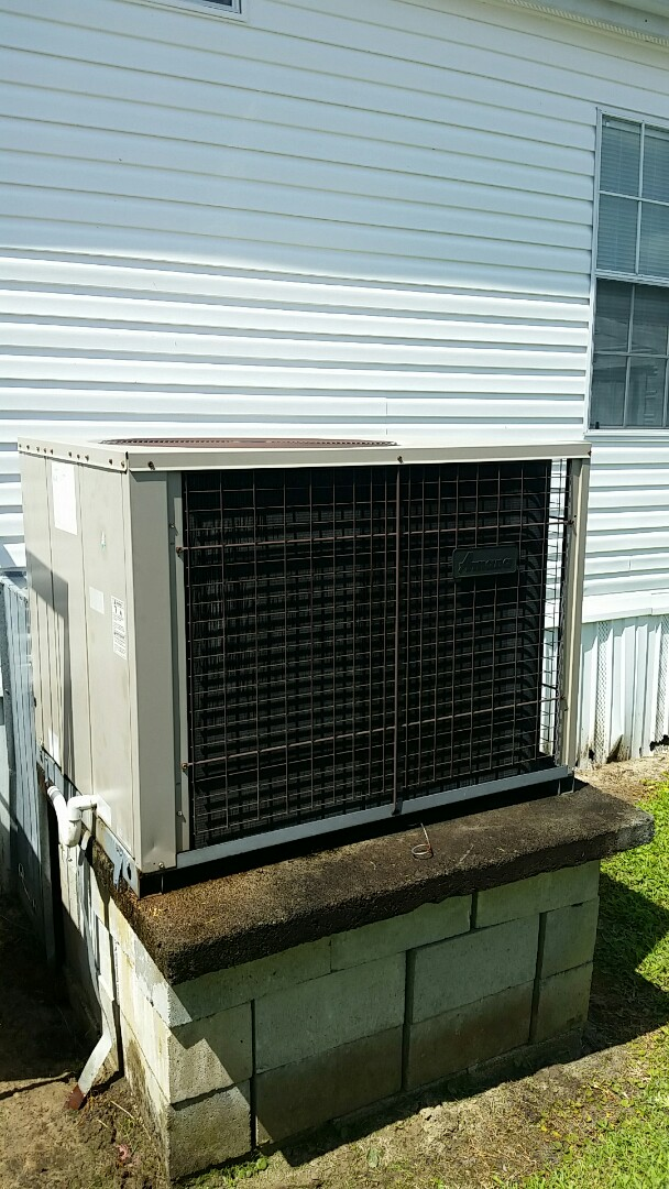 Welaka, FL - Heat pump tune up maintenance on a Amana package unit