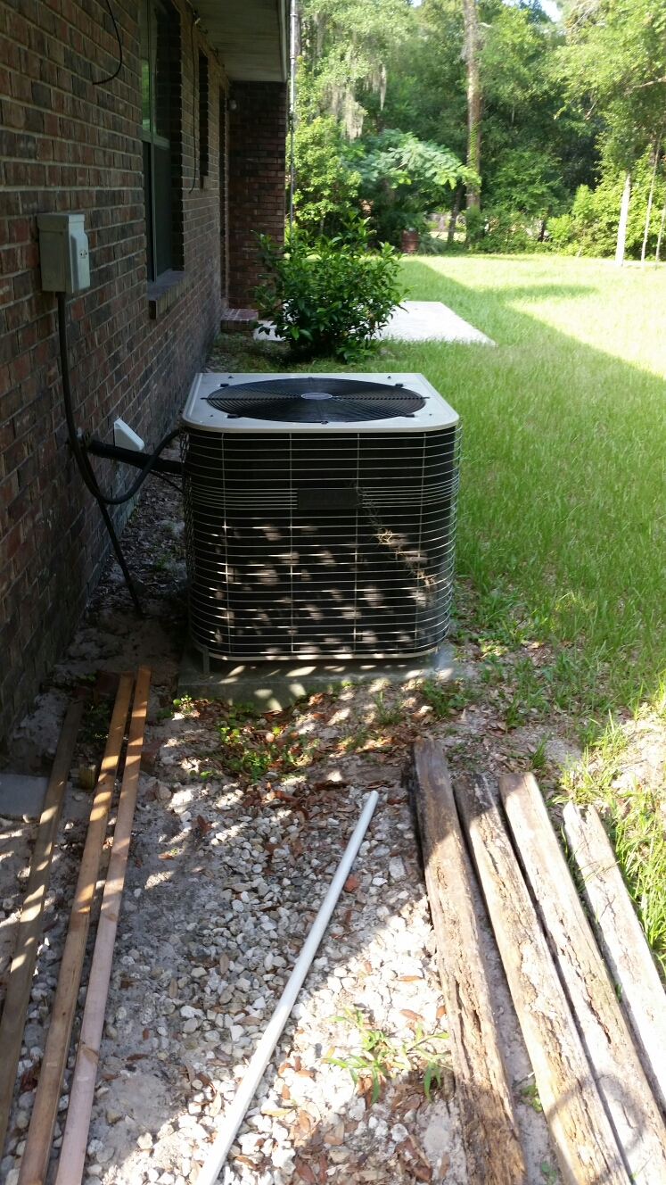 Keystone Heights, FL - Service on Lennox heat pump