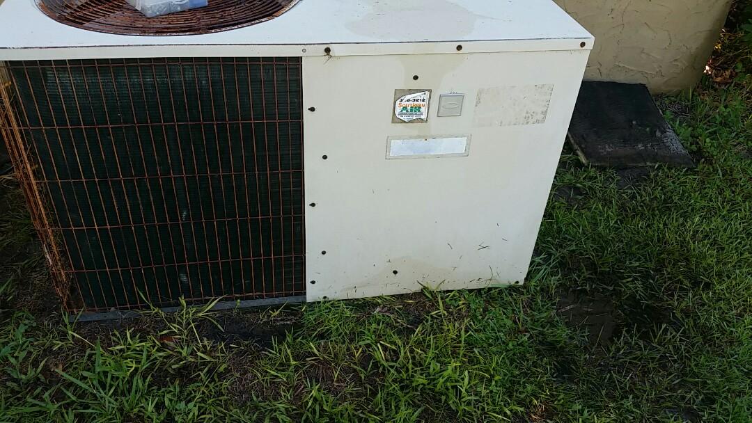 Pomona Park, FL - Heat pump cool mode tune up maintenance on a carrier package unit