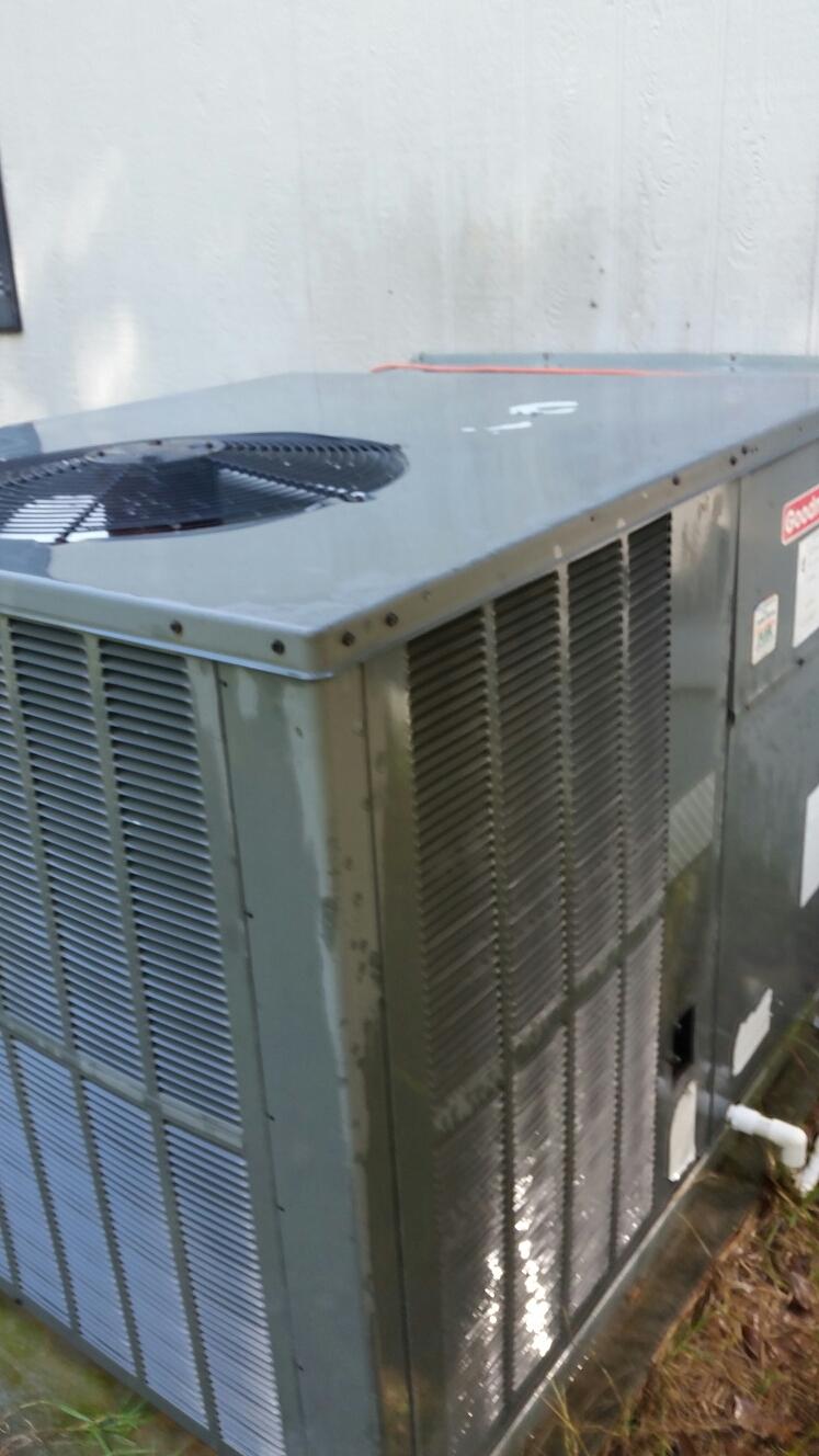 San Mateo, FL - Maintenance on Goodman heat pump