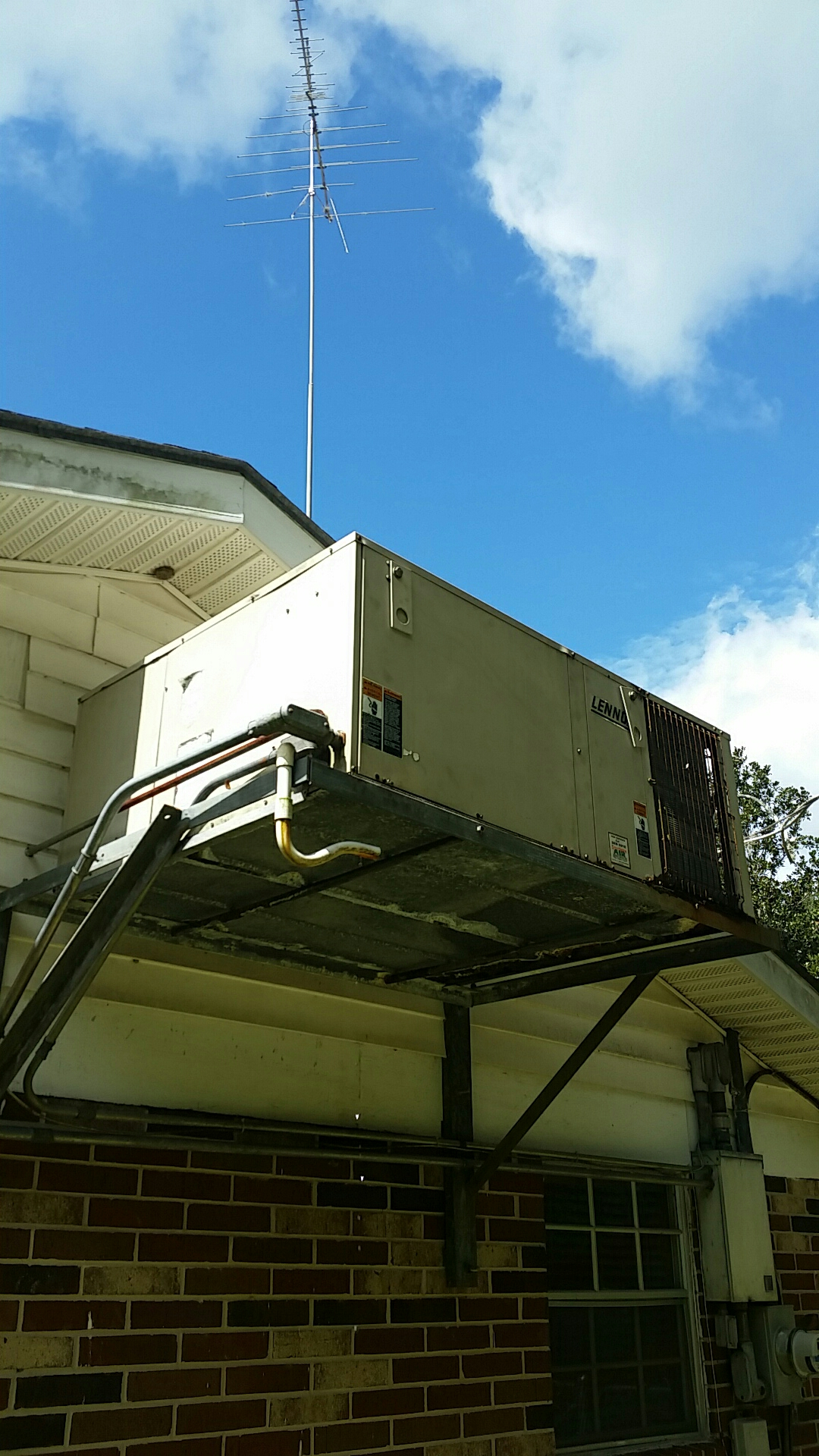 San Mateo, FL - Service call on Lennox package heat pump system