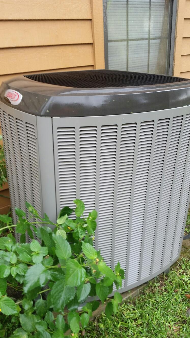 Florahome, FL - Maintenance on Lennox heat pump