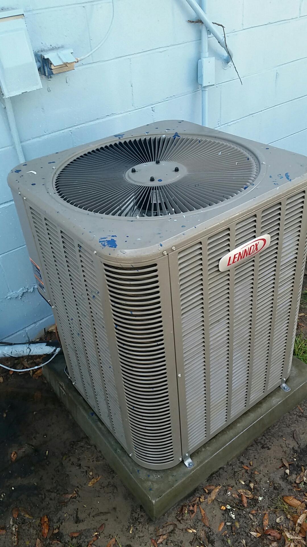 Hawthorne, FL - Maintenance on Lennox heat pump