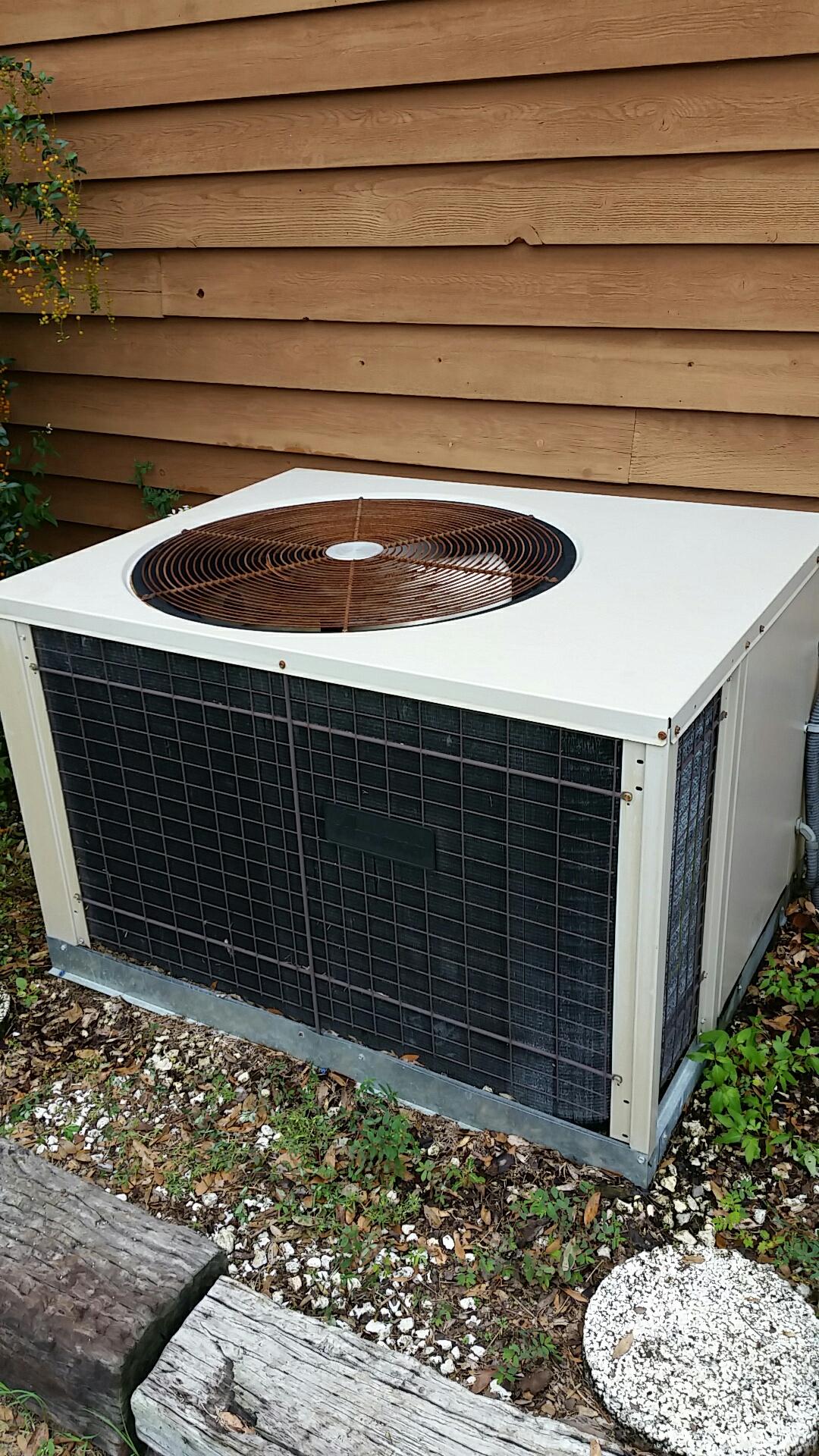 Pomona Park, FL - Maintenance on Amana package heat pump system