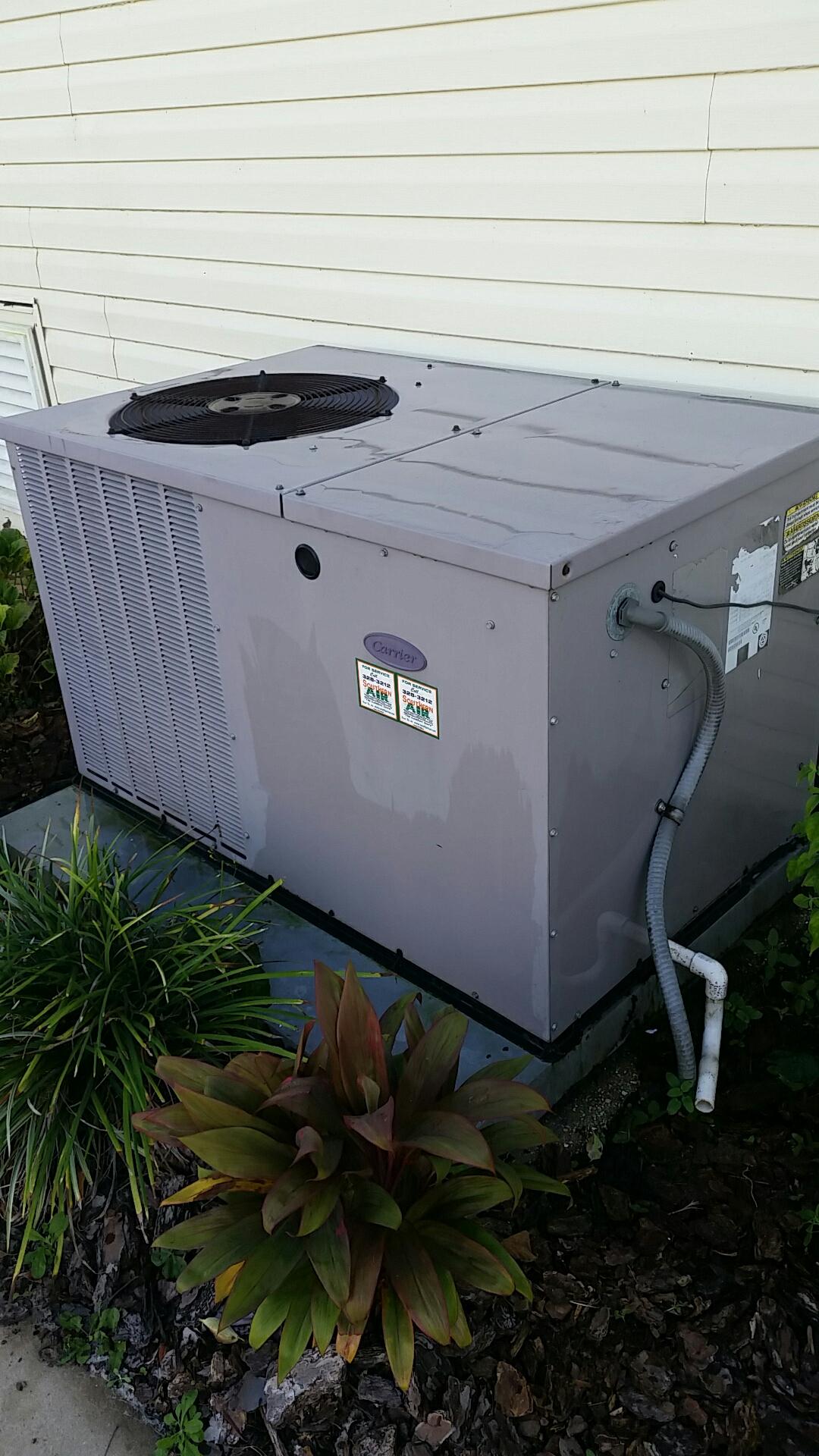 Crescent City, FL - Maintenance on Carrier package heat pump system