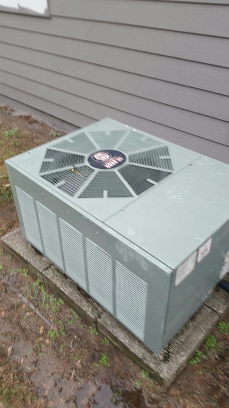 Florahome, FL - Maintenance on Rheem heat pump