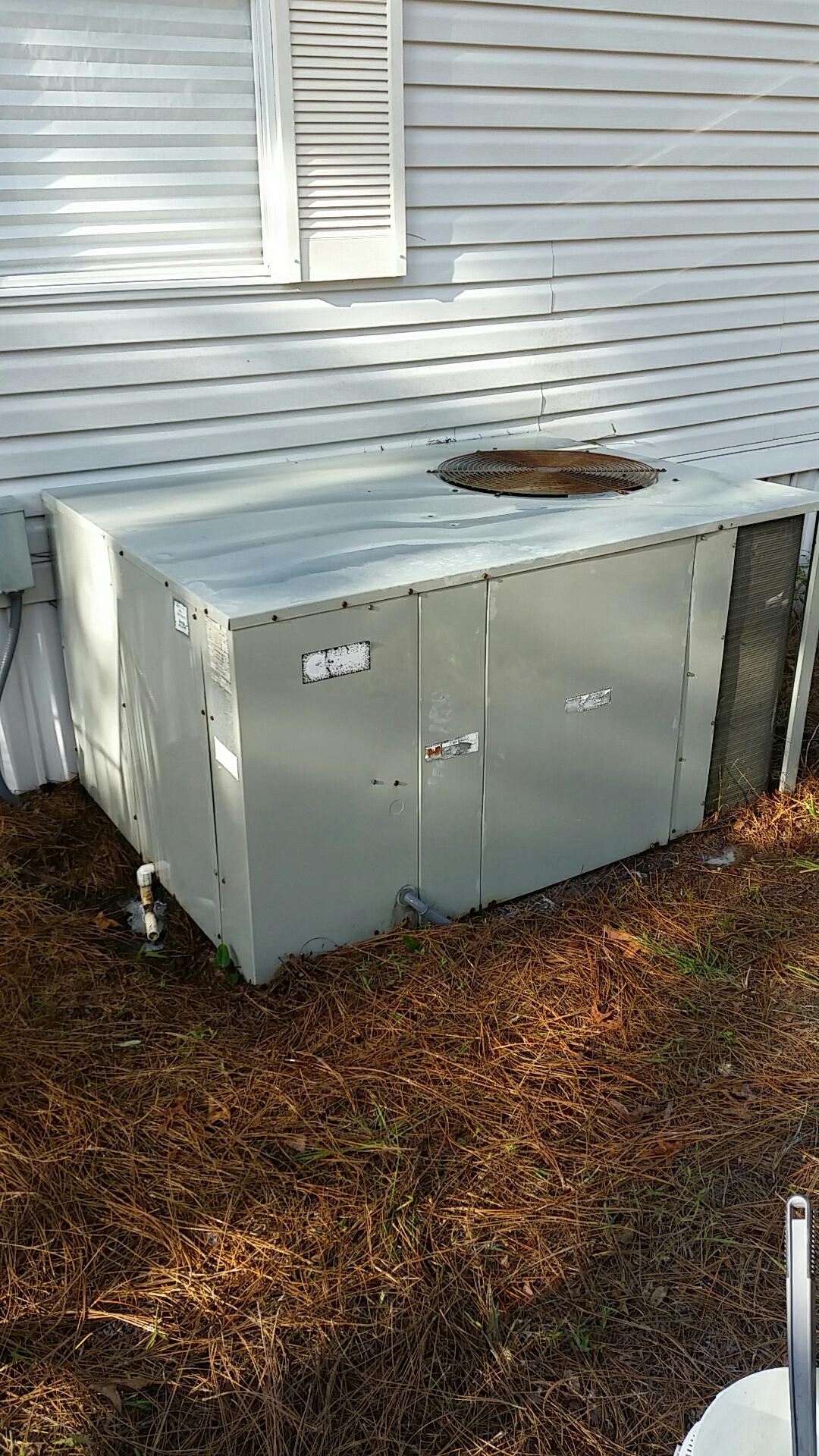 Pomona Park, FL - Maintenance on Trane package heat pump system