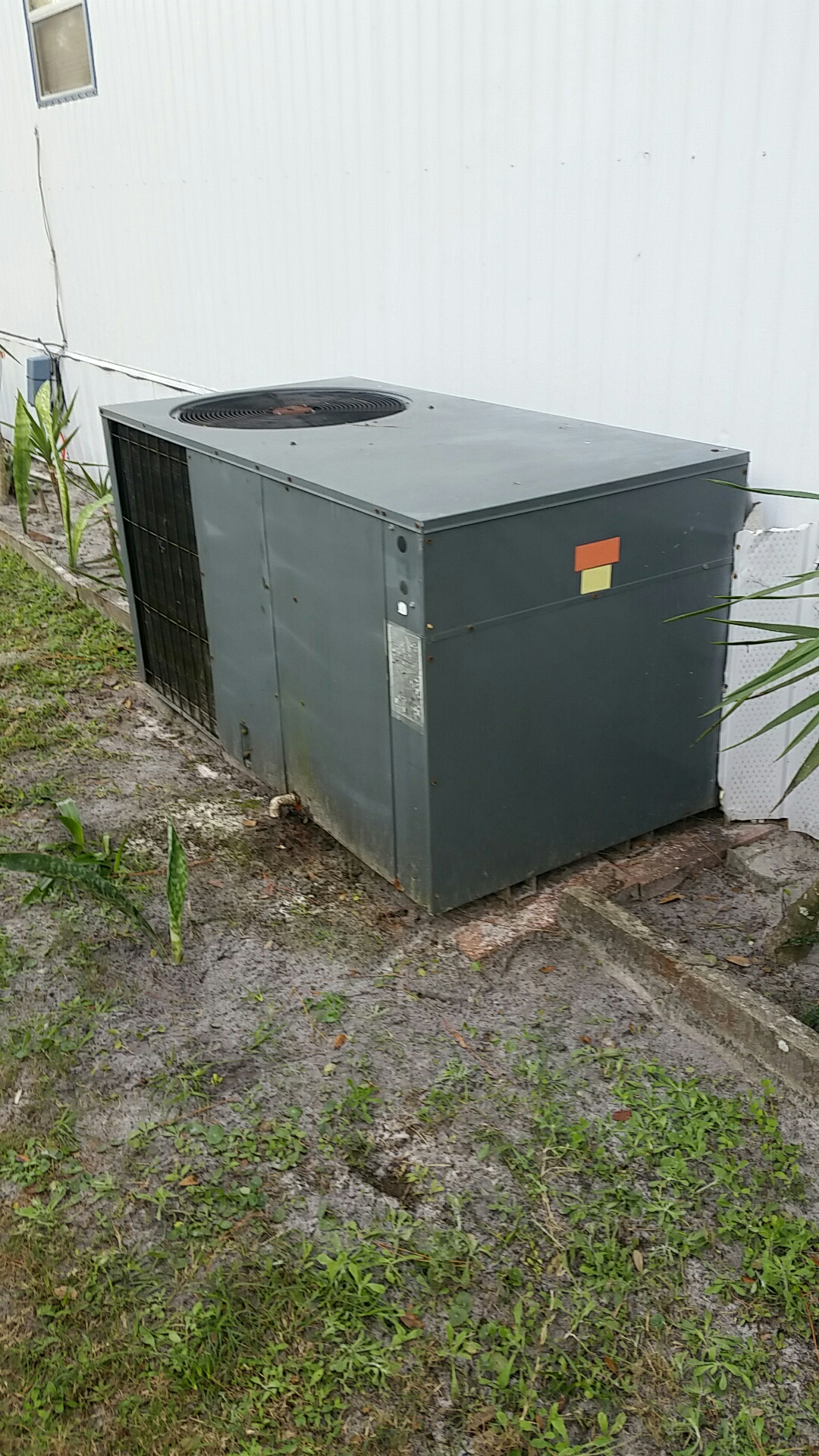 Crescent City, FL - Service on Goodman heat pump