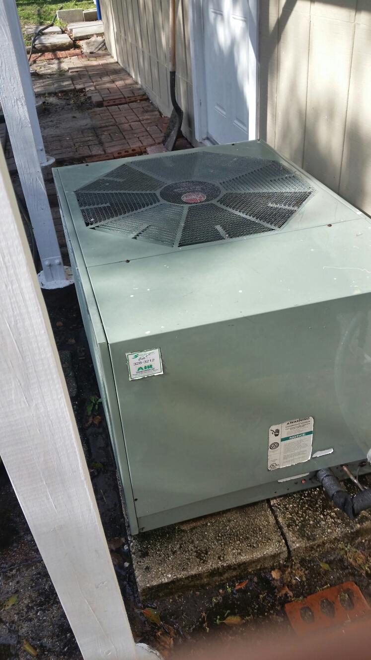 Crescent City, FL - Maintenance on Rheem heat pump