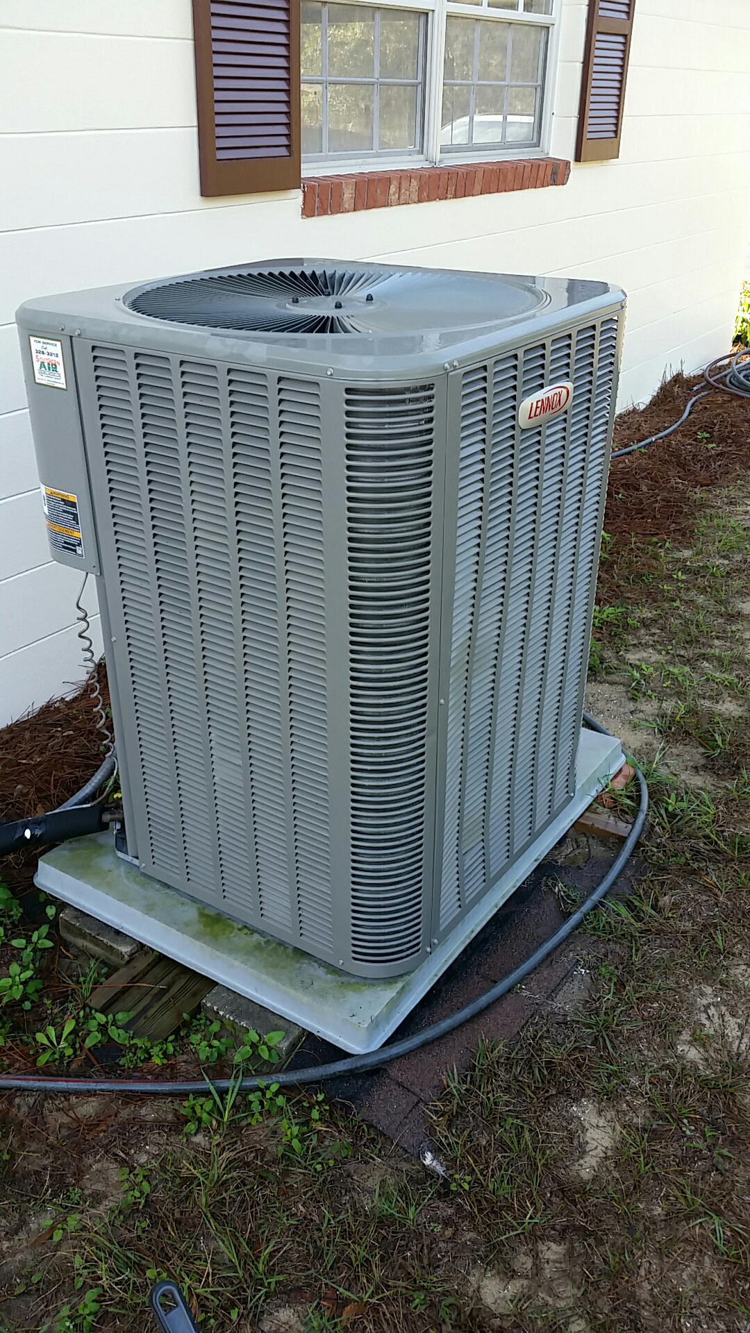 Melrose, FL - Maintenance on Lennox split heat pump system