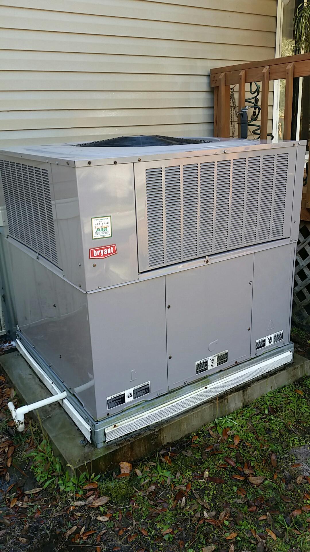Satsuma, FL - Maintenance on Bryant package heat pump system