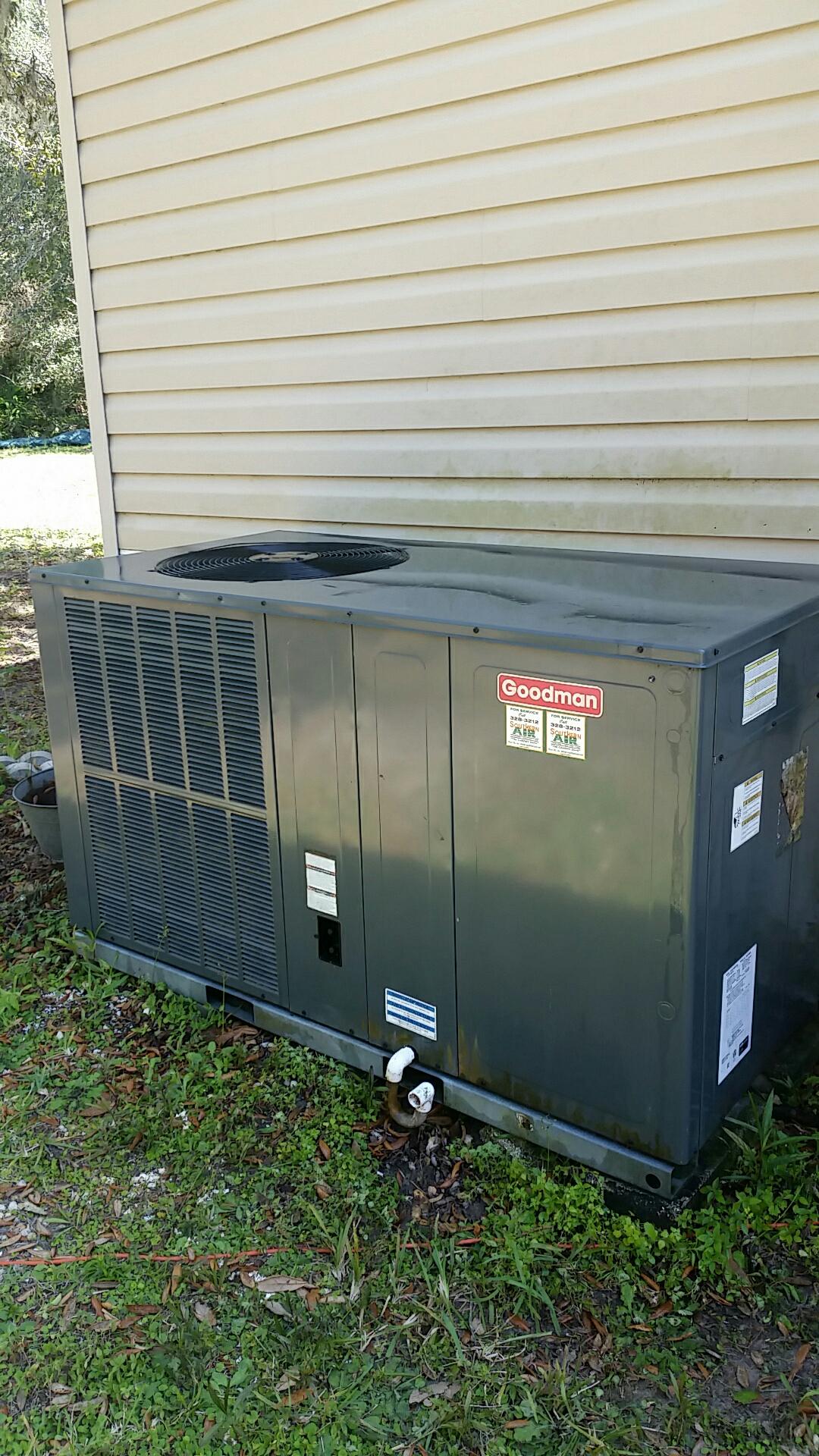 East Palatka, FL - Maintenance on Goodman package heat pump system