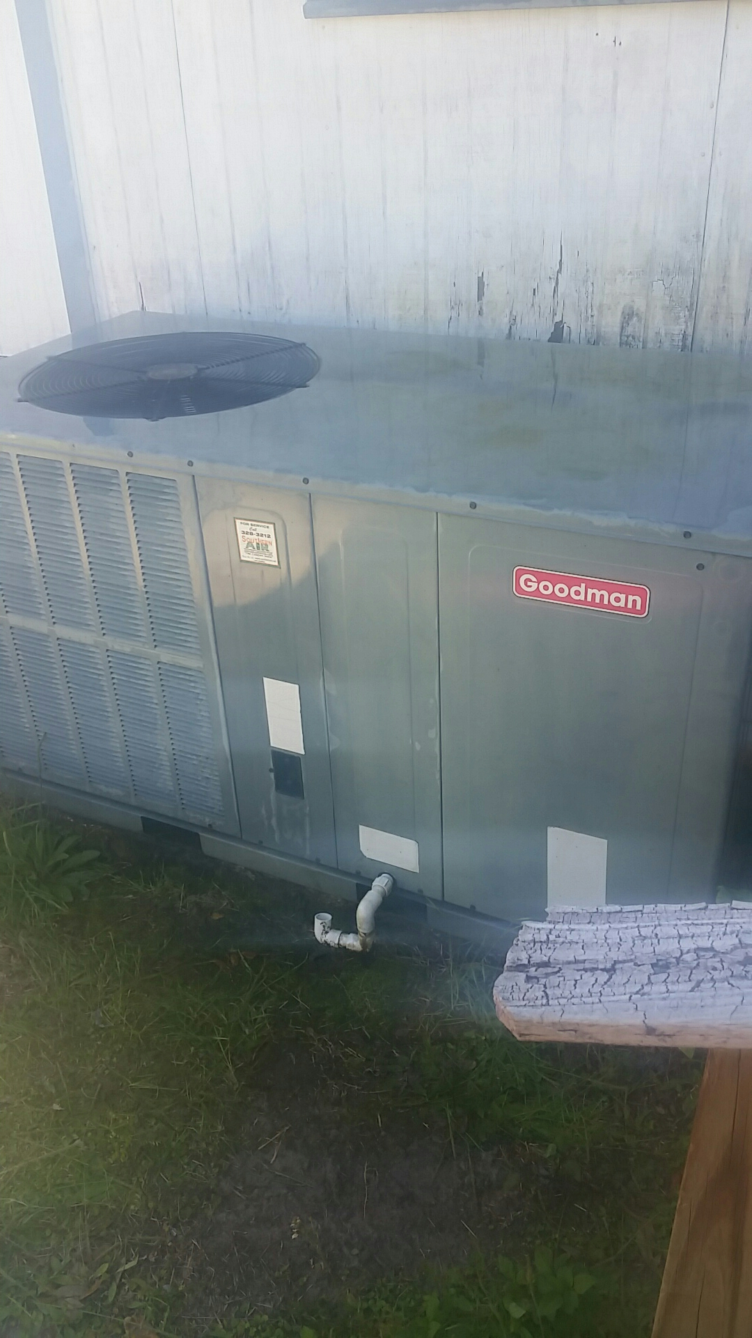 Satsuma, FL - Maintenance on Goodman package heat pump system