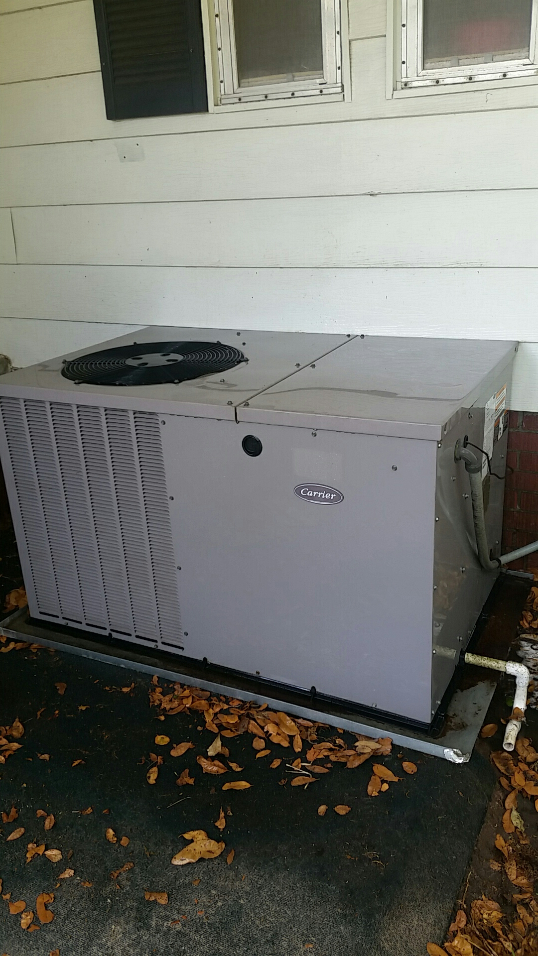 Crescent City, FL - Maintenance on Carrier package heat pump system