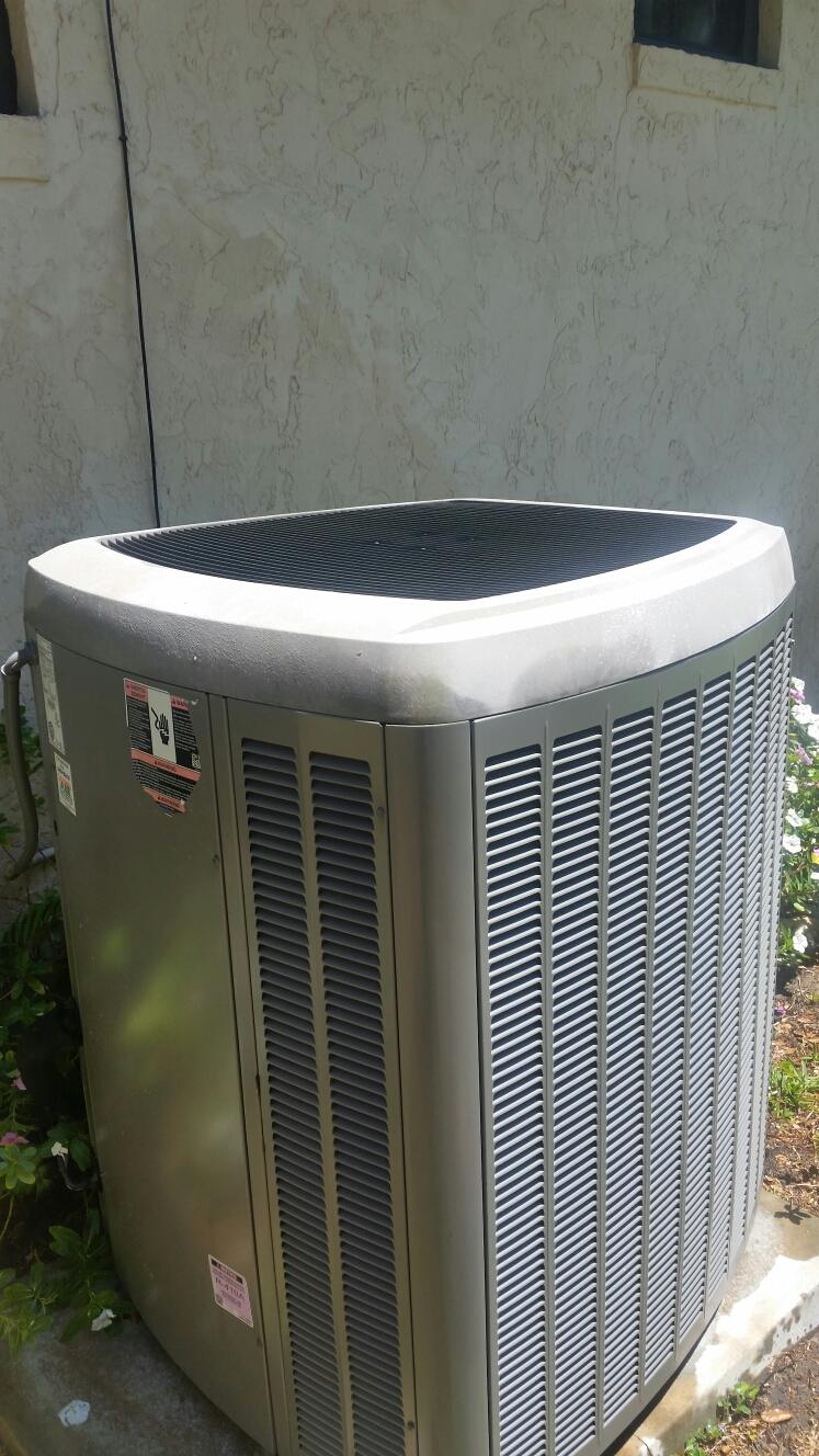 Palatka, FL - Maintenance on Lennox heat pump