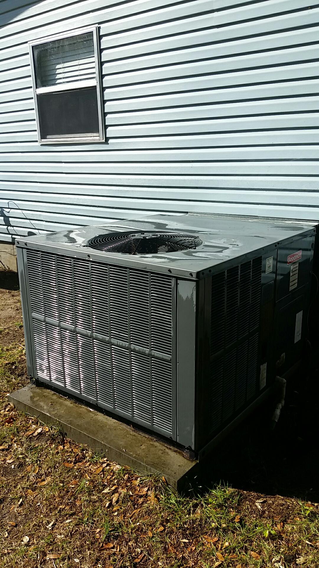 Interlachen, FL - Maintenance on Goodman package heat pump system