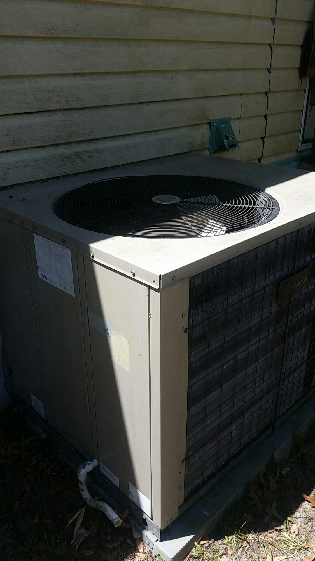 Interlachen, FL - Service call on Amana package heat pump system