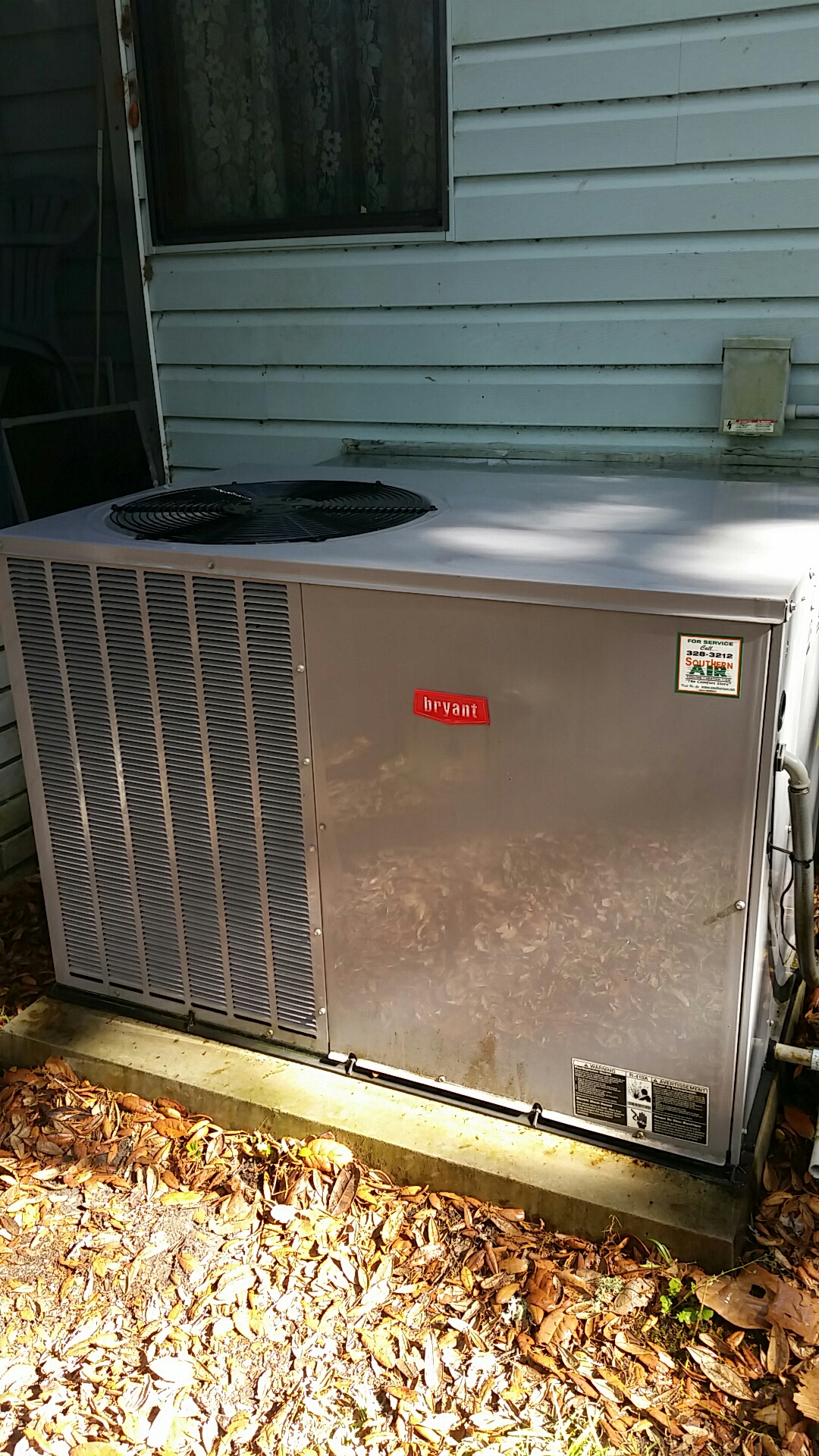 Interlachen, FL - Maintenance on Bryant package heat pump system