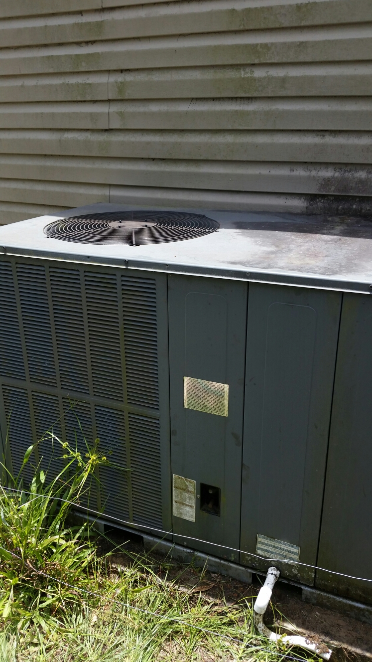 Interlachen, FL - Service on Goodman heat pump