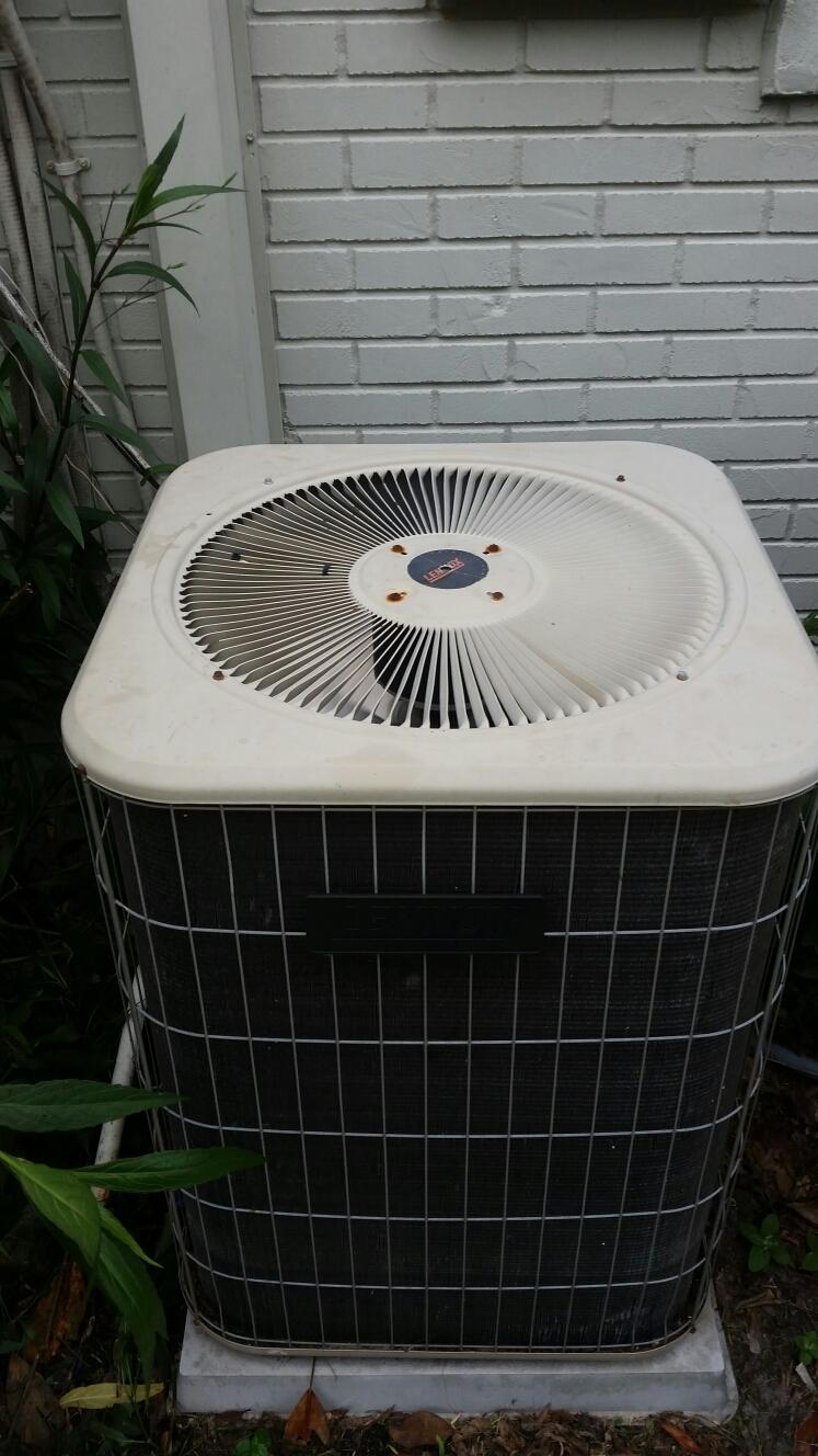 East Palatka, FL - Service on Lennox heat pump
