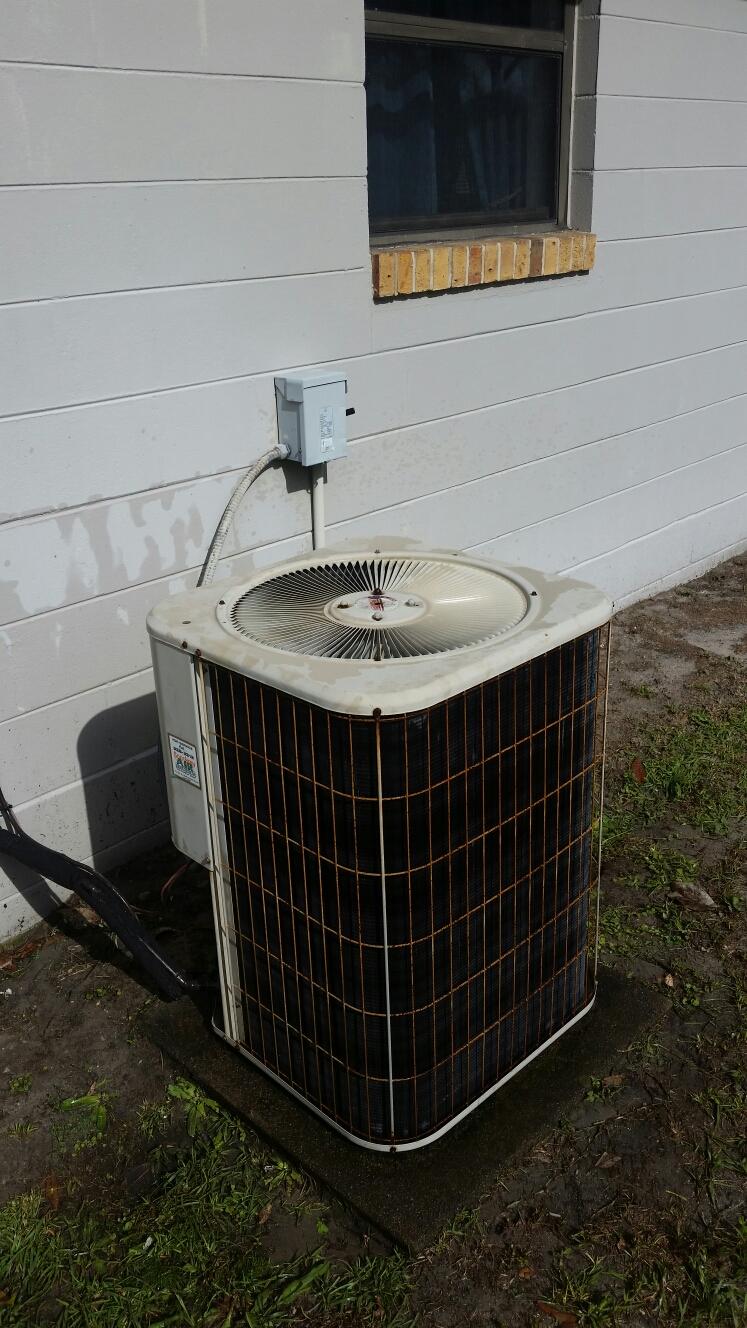 East Palatka, FL - Maintenance on Lennox heat pump