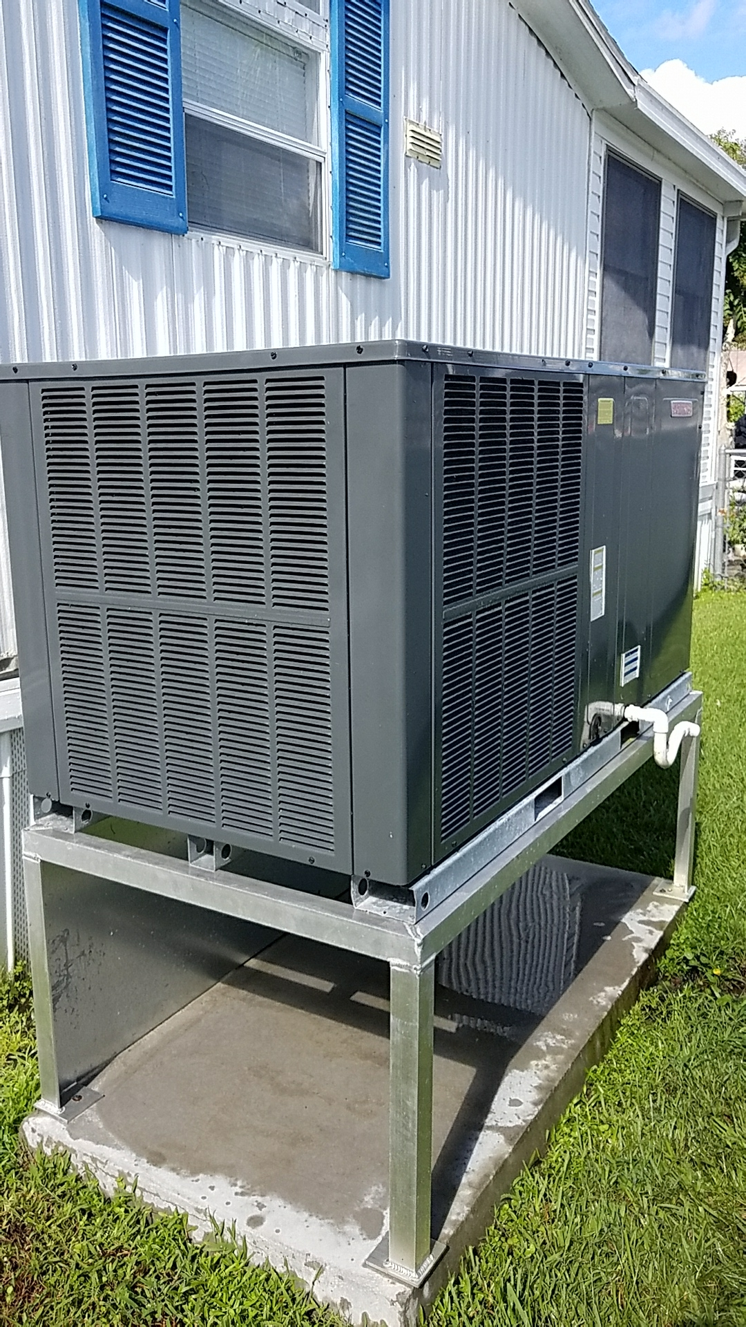 Welaka, FL - Maintenance on Southern Air package heat pump system