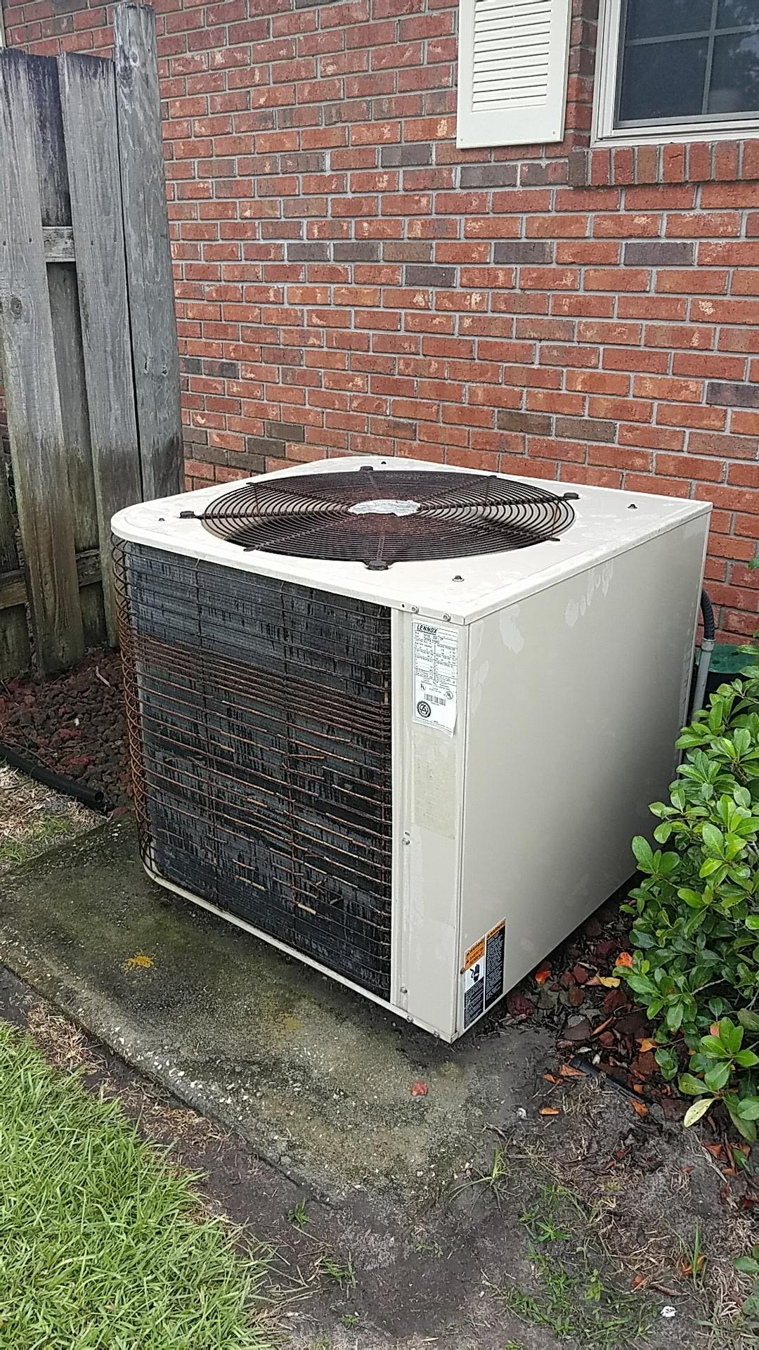 San Mateo, FL - Maintenance on Lennox split heat pump system