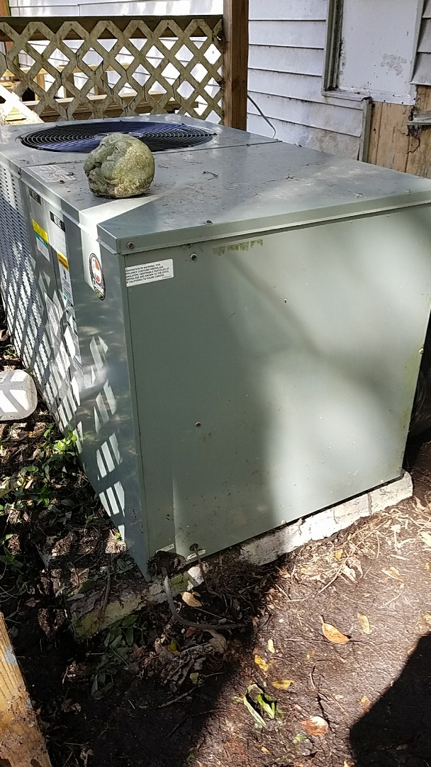 Green Cove Springs, FL - Service call rheem heat pump system