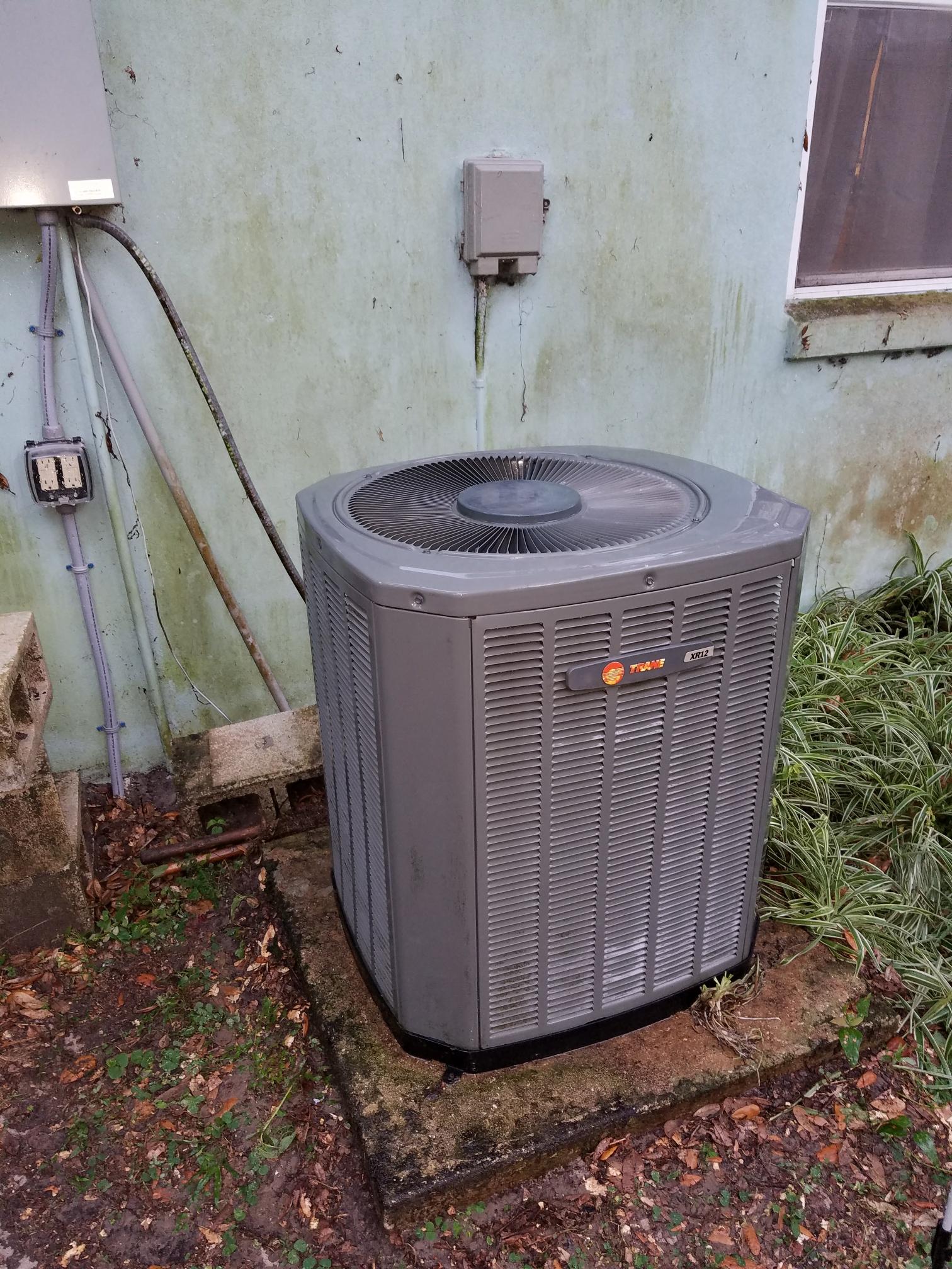 Florahome, FL - Maintenance on trane