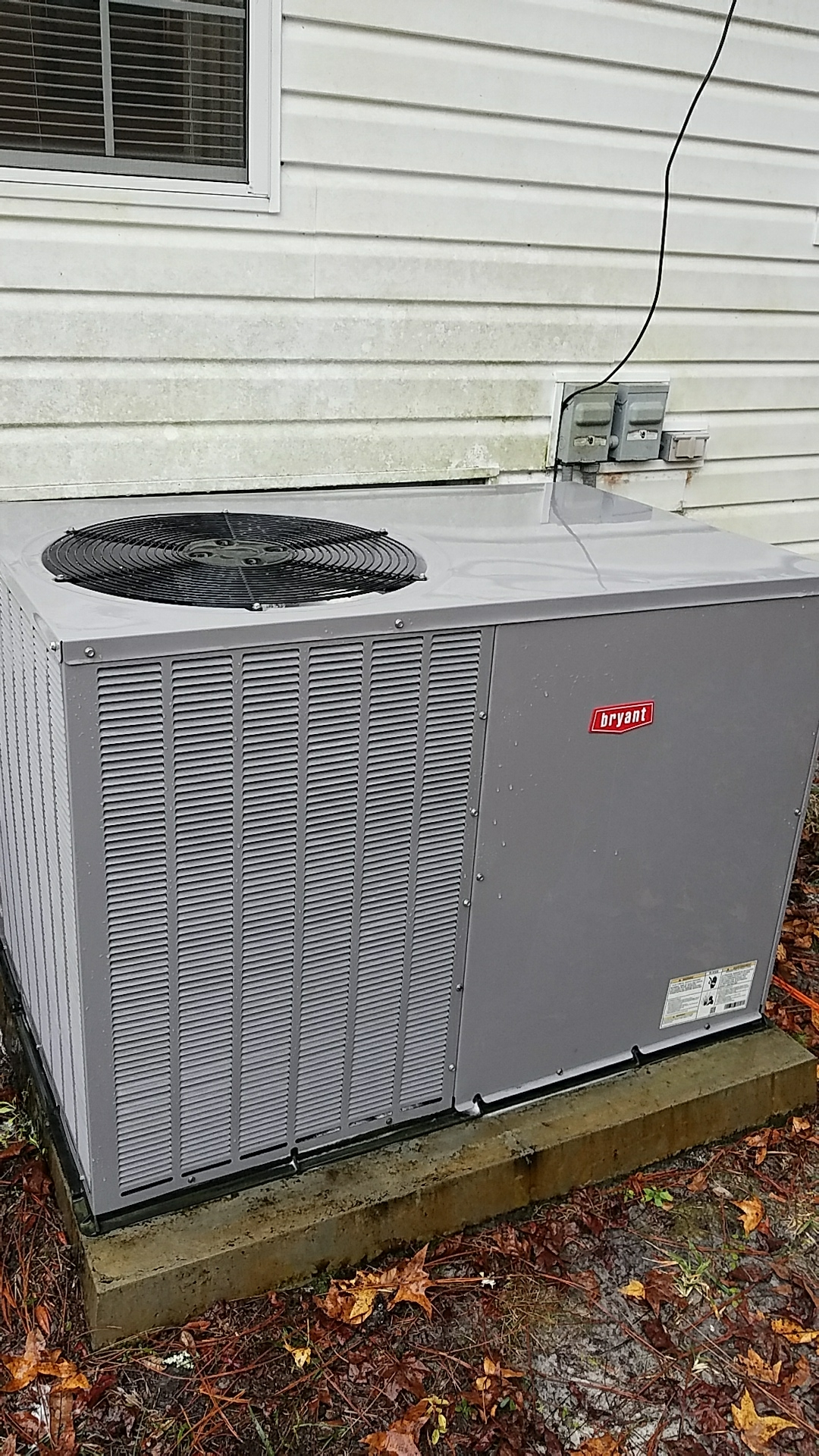 Florahome, FL - Maintenance on Bryant package heat pump system