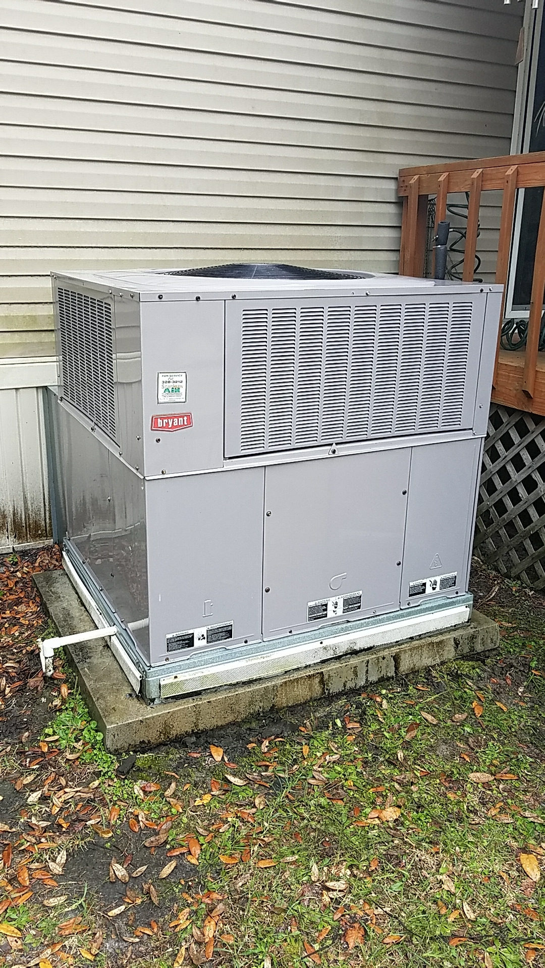 Satsuma, FL - Maintenance on Bryant package heat pump system