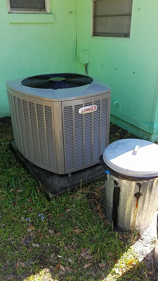 Satsuma, FL - Tune up Lennox split heat pump system