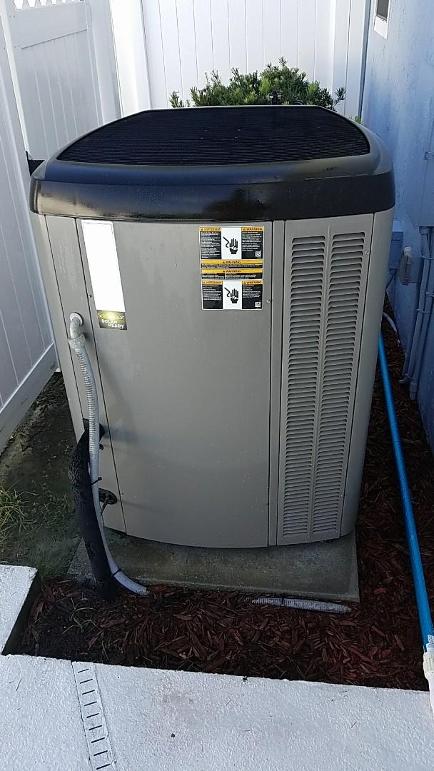 East Palatka, FL - Tune up Lennox split heat pump