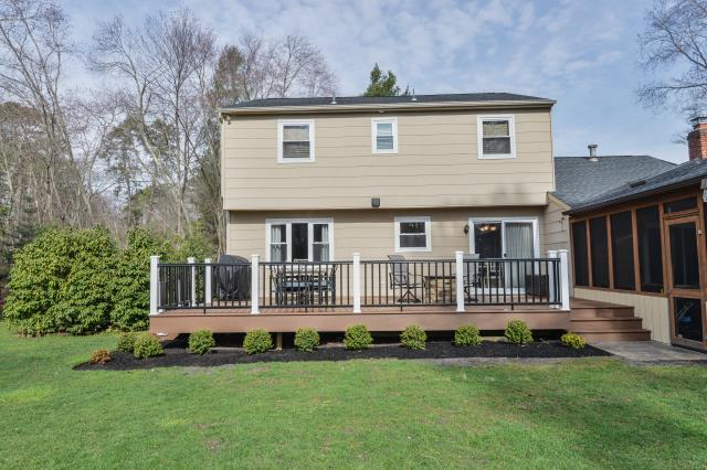 Medford Lakes, NJ - Just in time for Spring, this fabulous new deck