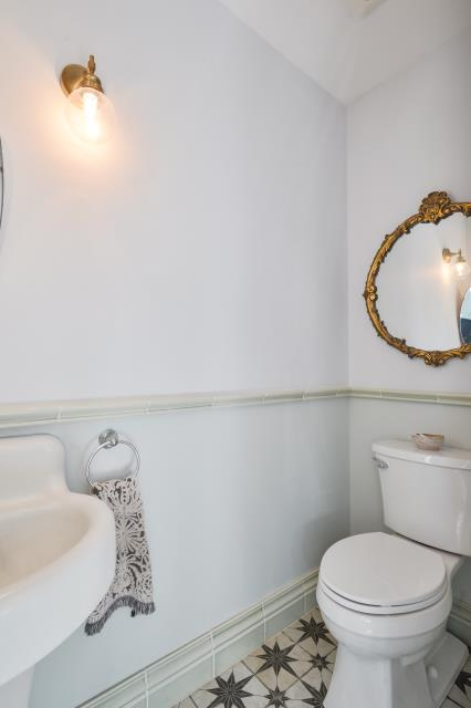 Collingswood, NJ - Beautiful powder room completed