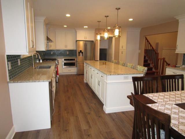 Mount Laurel Township, NJ - Beautiful new kitchen with new cabinets, counter tops and flooring