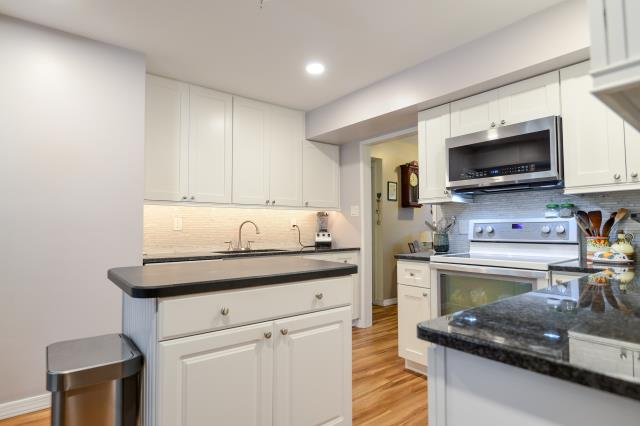 Eastampton Township, NJ - Crisp new kitchen in Eastampton, new island - cabinets - flooring