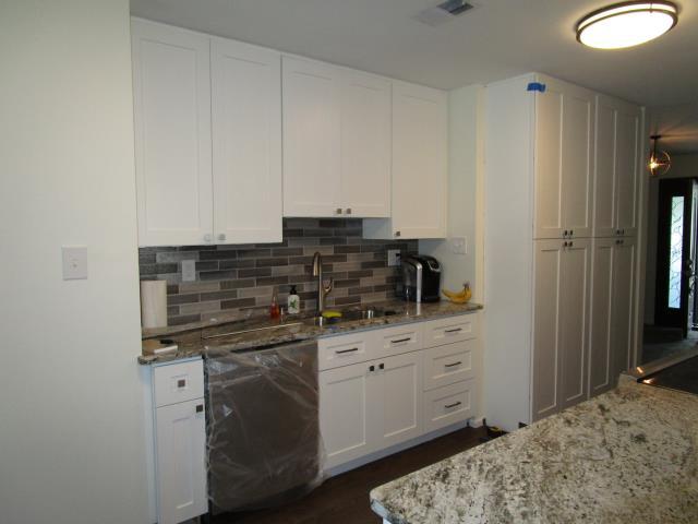 Mount Laurel Township, NJ - Fresh new kitchen upgrade, new cabinets/flooring/countertops/backsplash/appliances