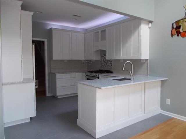Medford, NJ - Fantastic work by the Nuss carpenters in this Medford kitchen.  Wellborn Cabinets, full overlay, shaker door style finished in porcelain white.