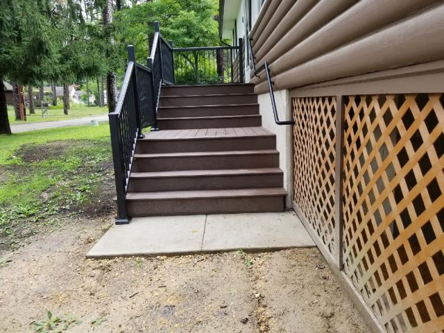 Medford Lakes, NJ - Graspable hand rail installed to finish our Medford Lakes decking and stairs project ! Timber Tech aluminum series of hand rails, very attractive, maintenance free, and nicely priced !