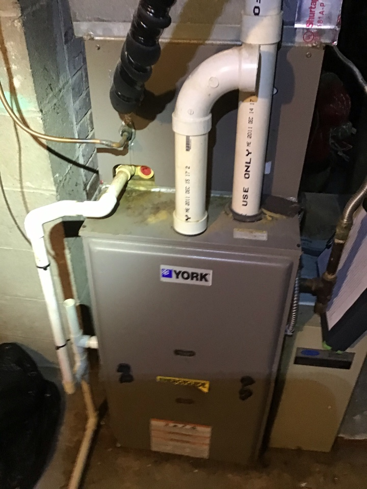 Worthington, OH - Furnace repair on maintenance inspection including vacuuming out dusty furnace, tightening of all terminals and combustion analysis to ensure safe and efficient operation.