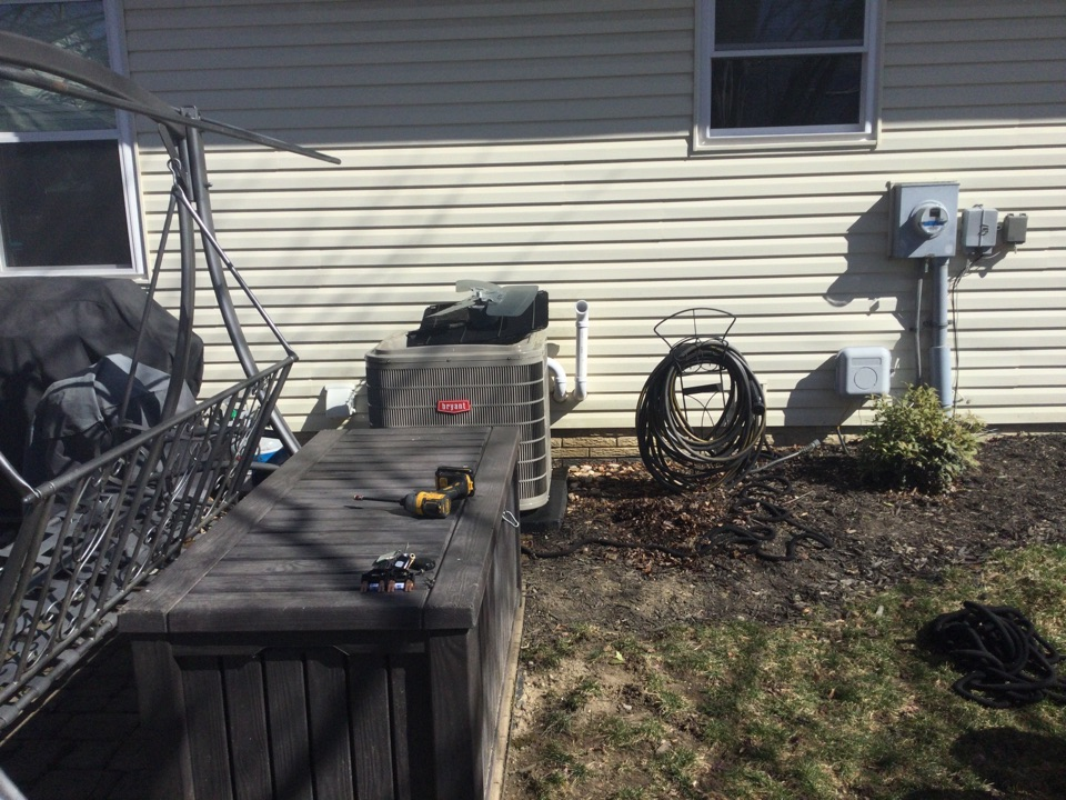 Hilliard, OH - Performing maintenance on a 2014 Bryant, air conditioner