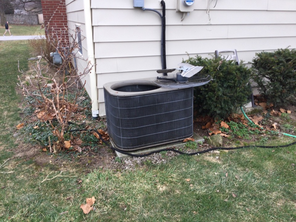 Hilliard, OH - Performing maintenance on a 2007 air conditioner.