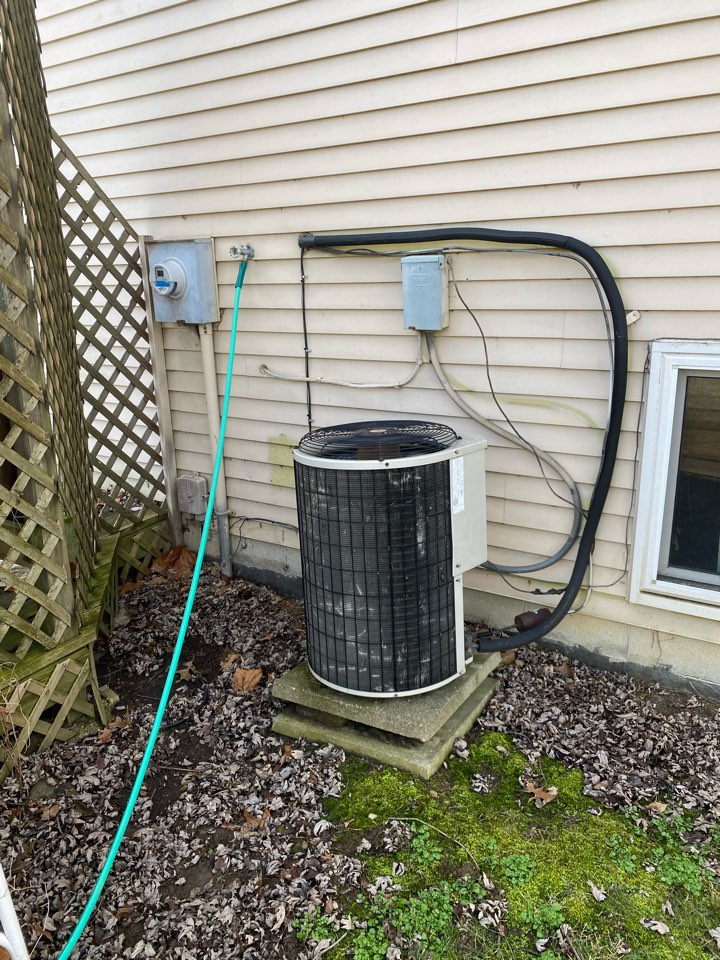 Reynoldsburg, OH - Heat pump system is over 20 years old and extremely loud so customer wanted cost to replace heat pump