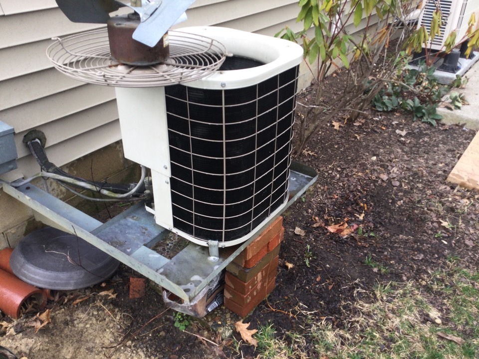 Hilliard, OH - Performing maintenance on a 2001 Bryant air conditioner.