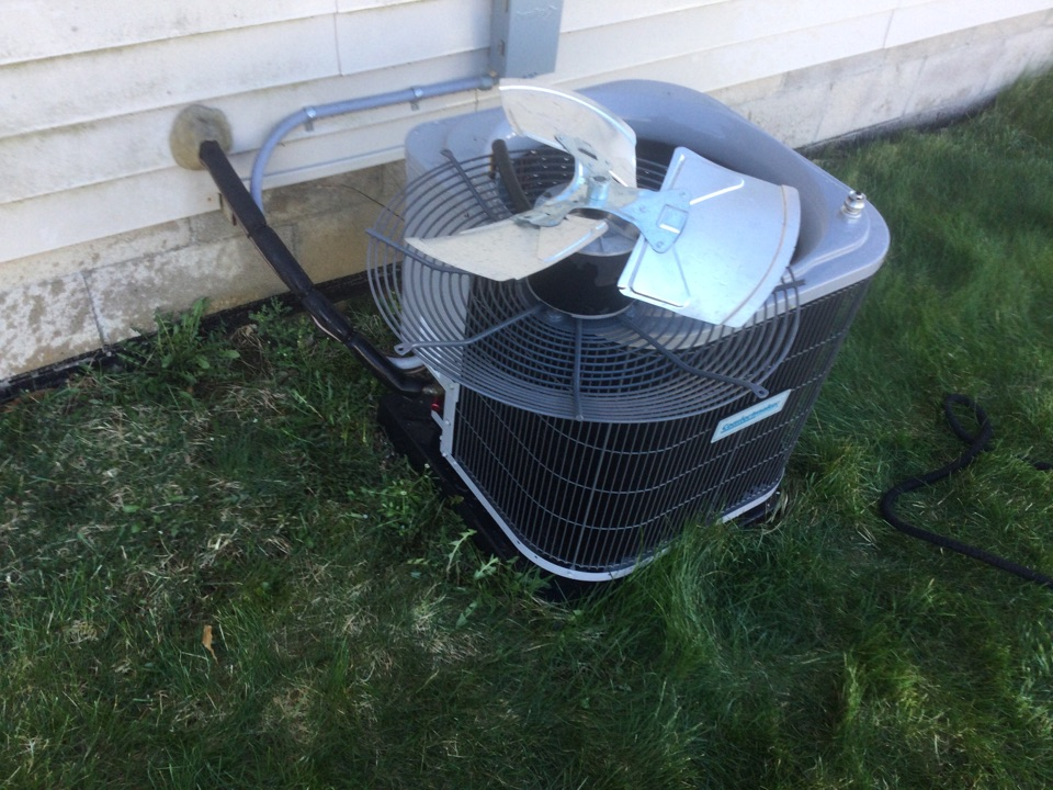 Grove City, OH - Performing maintenance on a 2020 comfort maker air conditioner.