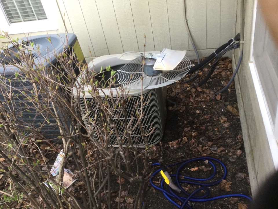 Grove City, OH - Performing maintenance on a 2006 Bryant, air conditioner